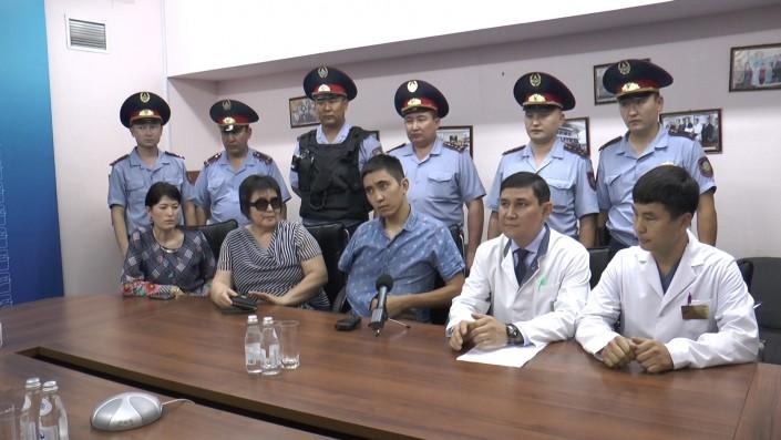 Раненый в перестрелке в Алматы полицейский выписан из больницы