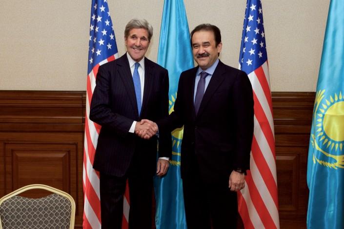 Премьер-миниcтр Казахстана Карим Масимов позавтракал с госсекретарем США Джоном Керри