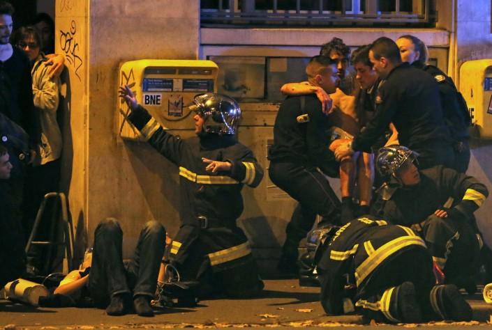 Президент Франции Франсуа Олланд заявил, что теракты в Париже были спланированы за рубежом