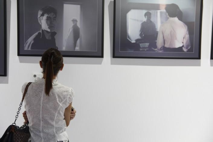 фото выставка или фотовыставка