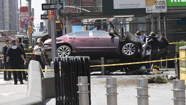 В Нью-Йорке авто въехало в толпу пешеходов: есть жертвы