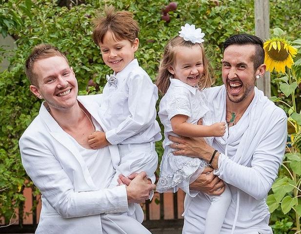 Гей-пара изсоедененных штатов ждет рождения биологического ребенка