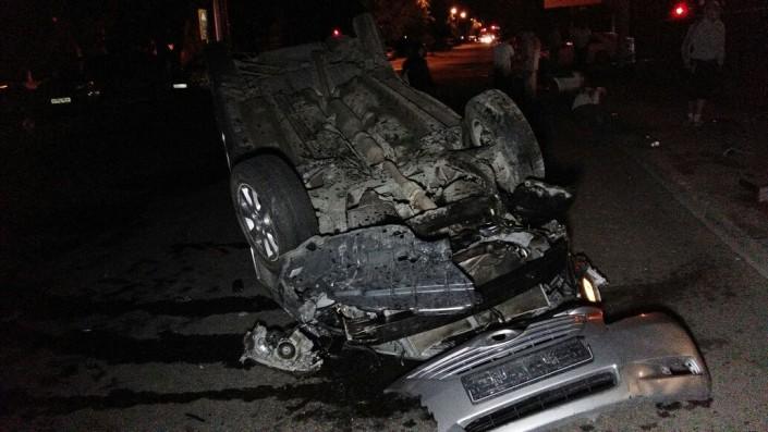 Авто перевернулось в ДТП с участием трех машин в центре Алматы