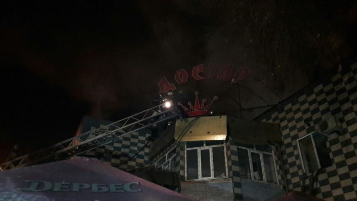 Пожарные эвакуировали 30 человек изгоревшей вАлматы гостиницы