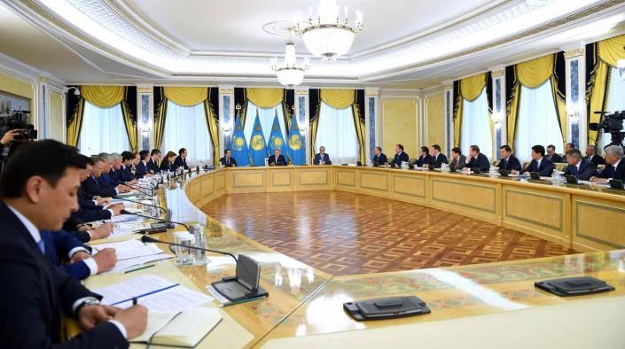 Назарбаев: нам следует решать сложные проблемы при помощи разговора