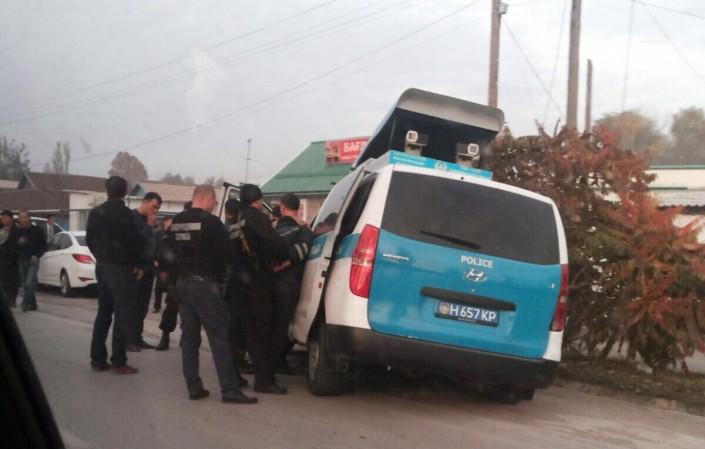 В Антикоррупционную службу Жамбылской области обратился мужчина, который сообщил, что у него вымогают взятку в размере 40 тысяч тенге