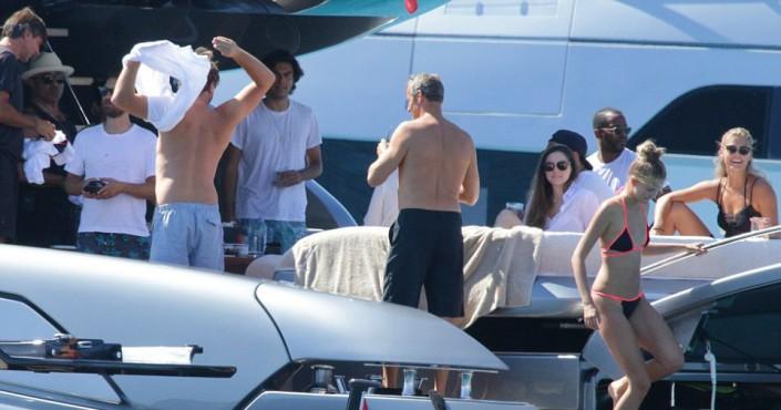 Ди Каприо и российский олигарх устроили вечеринку с моделями на Ибице