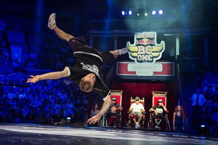 Танцор из Казахстана Николай Черников, известный также как Killa Kolya, недоволен судейством на мировом финале по брейк-дансу Red Bull BC One