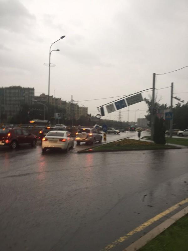 Алматы накрыла тьма, и на город обрушился ливень с градом