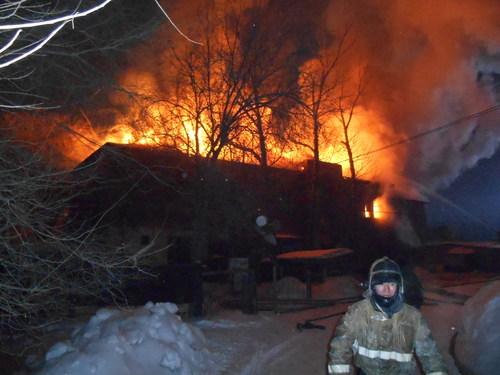 Пожар произошел вдвухэтажном доме вВКО
