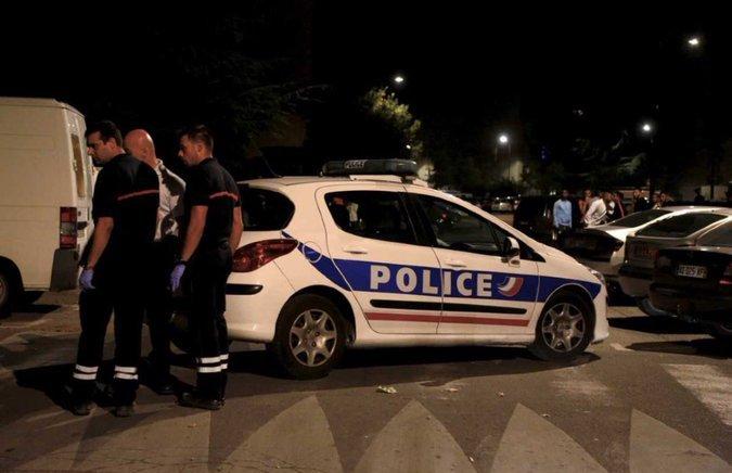 Неизвестные расстреляли людей около мечети во Франции