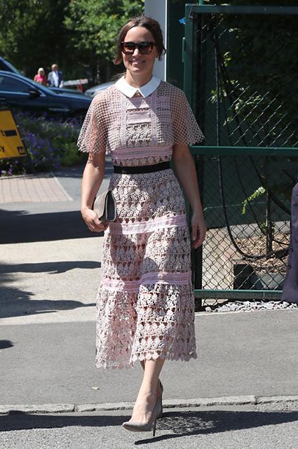 Дерзкая выходка: Сестра Кейт Миддлтон вышла в свет в прозрачном платье