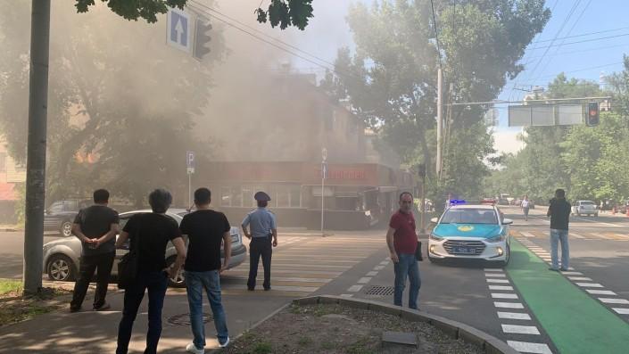 Популярное кафе горит в Алматы