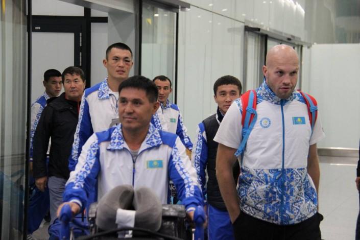 Как встречали боксеров сборной Казахстана. Медалисты ЧМ-2017 прилетели в Астану