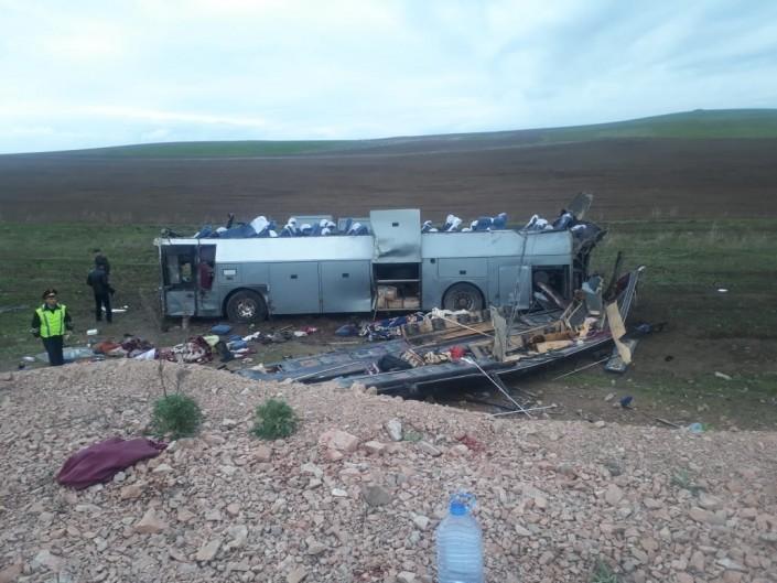 ШҰҒЫЛ: Қордай маңында автобус аударылып, 11 адам қаза тапты