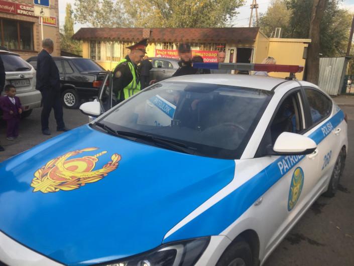 Водитель автобуса и легковушки подрались в центре Алматы 3