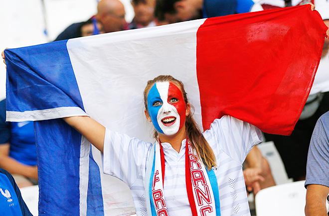 Евро-2016. Самые красивые болельщицы Франции и Португалии