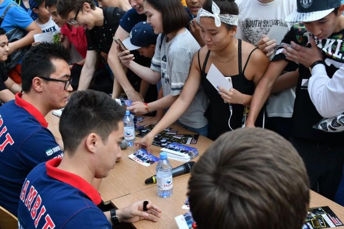 Фанаты сорвали встречу с командой Gambit Esports в Астане