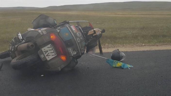 Мотоцикл казахстанского депутата Петрухина мог упасть из-за ремонта дороги. Появились подробности ДТП в РФ