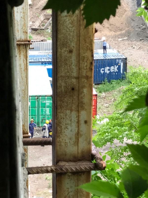 Человек сорвался с крыши отеля Rixos в Алматы