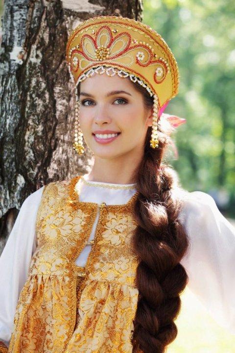 Русские девушки в национальных платьях фото
