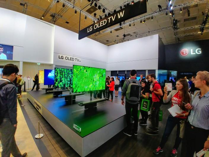 Навыставке IFA представили прозрачный телевизор будущего