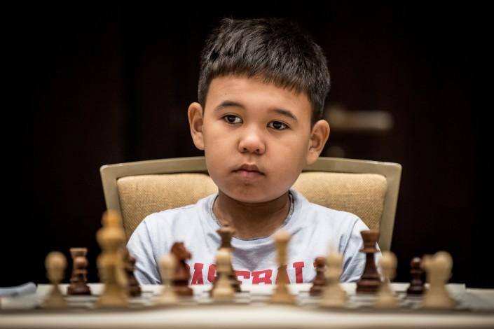 Картинки по запросу фото маленький китаец играет в шахматы