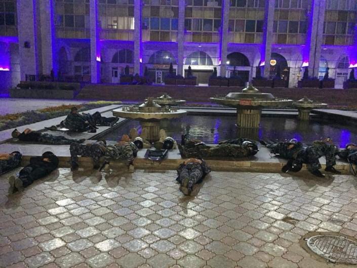 Видео разгона митингующих в Бишкеке появилось в Сети