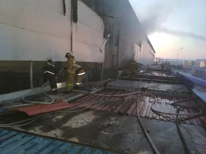 30 бутиков с продуктами загорелись на рынке в Нур-Султане