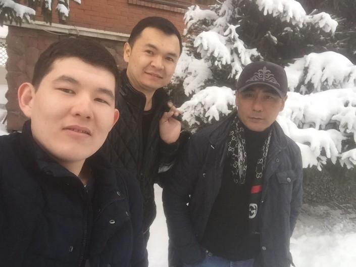 """""""Спас троих и пошел за четвертым"""". Брат погибшего в Европе казахстанца рассказал подробности"""