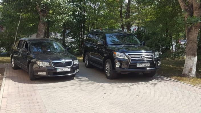 Глава МВД уехал со встречи на Lexus с разными номерами