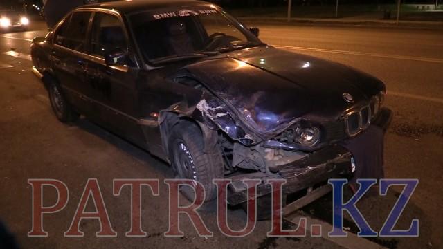 В Алматы лихач на BMW протаранил два авто: пострадали четверо детей