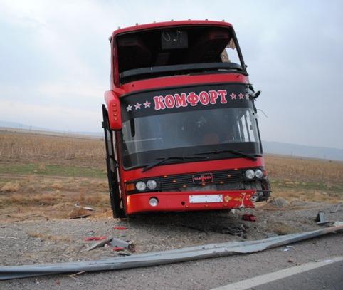 ВЖамбыльской области Казахстана перевернулся автобус, есть жертва