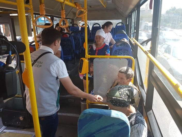 Всунул в автобусе