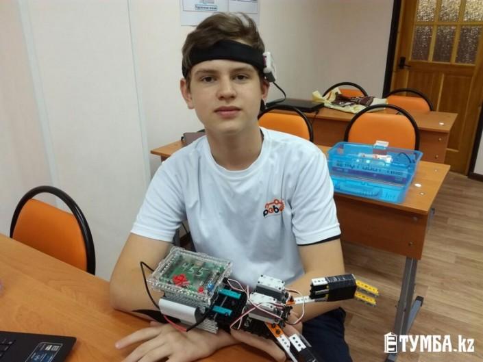 """13-летний мальчик в Актау изобрел """"умный"""" протез"""