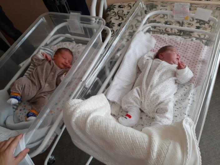 Женщина родила двойняшек с разницей в два месяца в Уральске