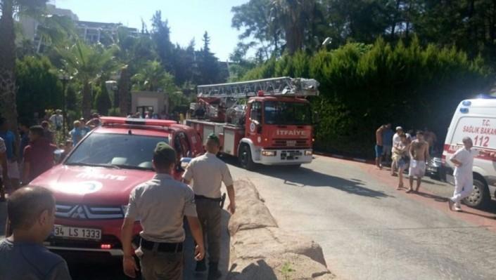 Из горящего отеля в Кемере эвакуировали 400 человек