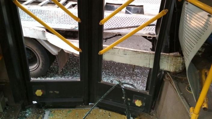 Автобус столкнулся с эвакуатором в Алматы