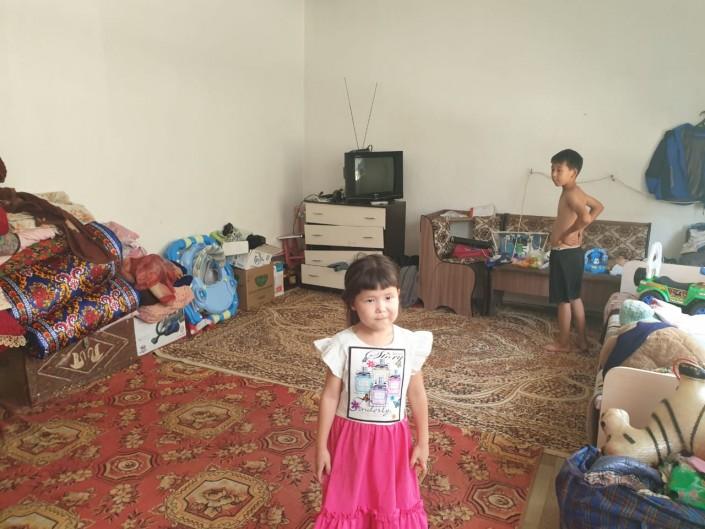 Оставившая детей в акимате женщина объяснила свой поступок