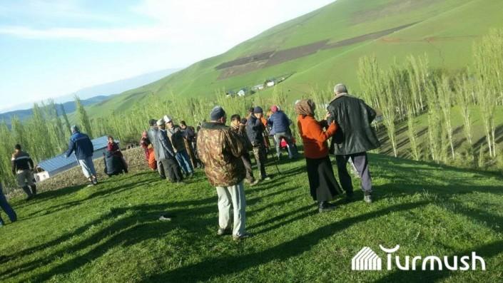 24 человека находятся под сошедшим оползнем на юге Кыргызстана - МЧС