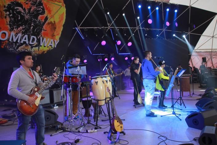 Песня Батырхана Шукенова и погружение в нирвану. Участники фестиваля Nomad Way заинтриговали зрителей