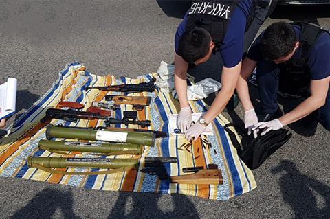 КНБ провел спецоперацию: задержаны 6 человек с оружием