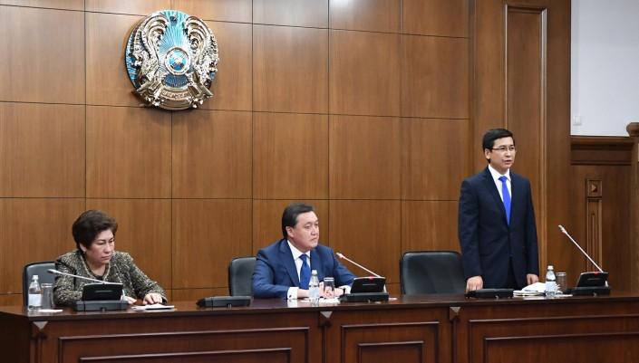 Премьер-министр поблагодарил Куляш Шамшидинову
