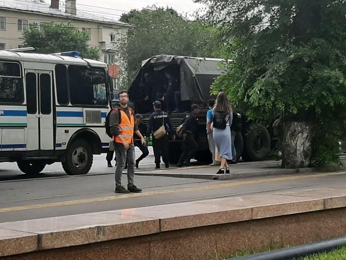 В центре Алматы задержали несколько человек за призывы к митингам