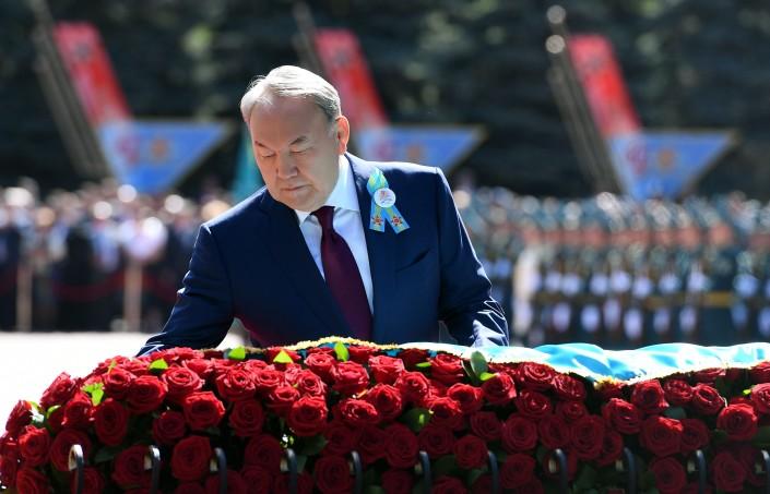 Нурсултан Назарбаев поздравил ветеранов сДнем Победы