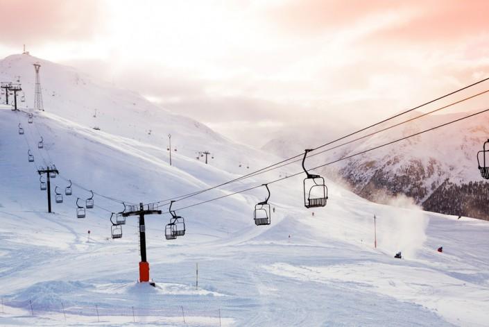 Ни в коем случае не стоит отказываться от отдыха, даже если вы не умеете  кататься или вовсе не собираетесь вставать на лыжи - в горах у вас всегда  найдется ... ff05e2f6ebc