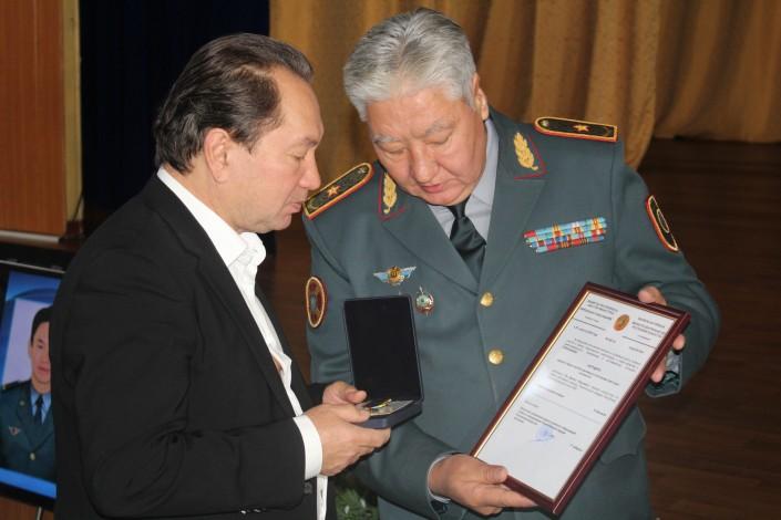 Касымов посмертно наградил Дениса Тена