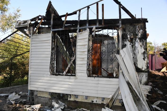 Глава семейства погиб, спасая жену и детей из пожара: семье построят новый дом 2