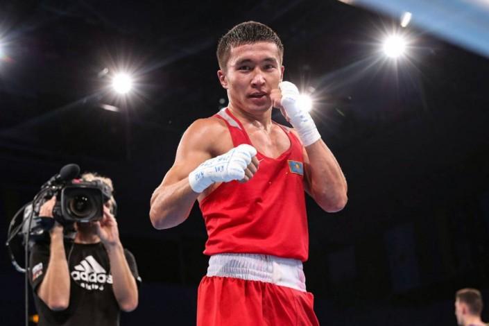 Кайрат Ералиев победил хозяина ринга и вышел в полуфинал ЧМ по боксу