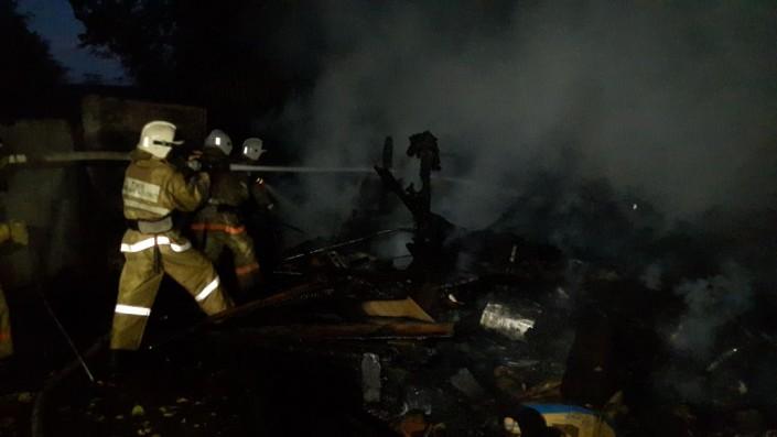 В Алматы горели гаражи